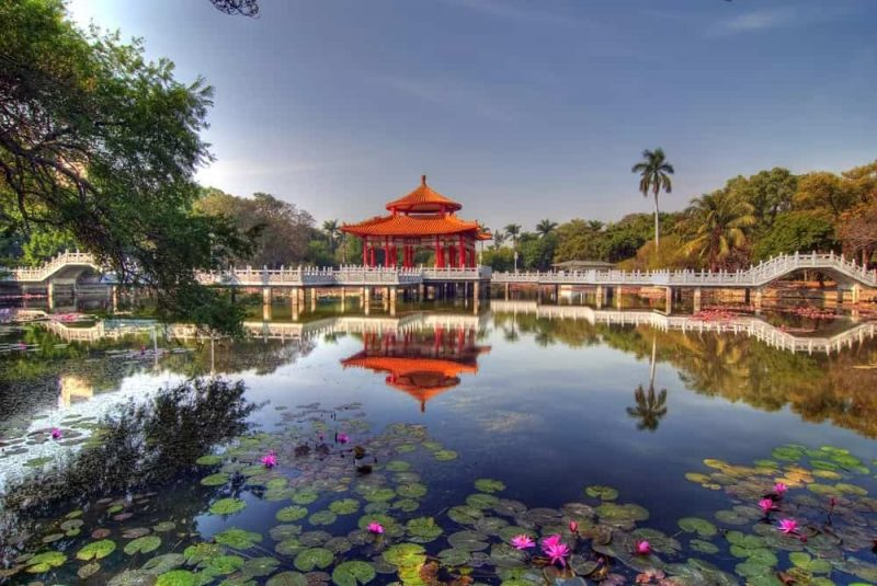 Chinese-Pavilion-Reflection-on-Lotus-lake