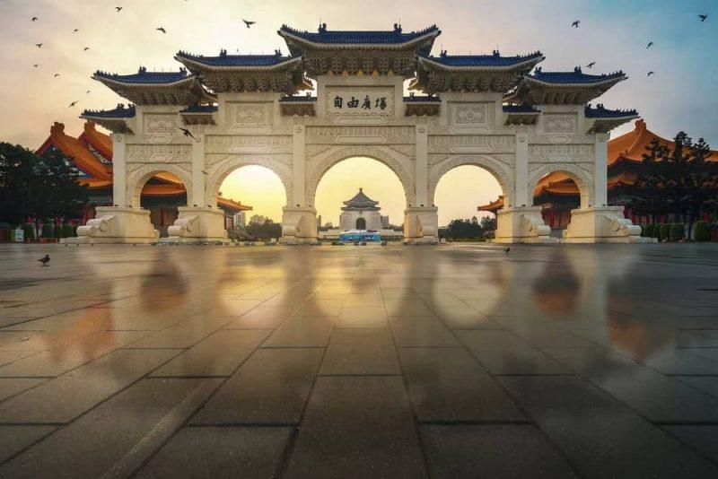 Archway-of-CKS-Chiang-Kai-Shek-Memorial-Hall-Tapiei-Taiwan