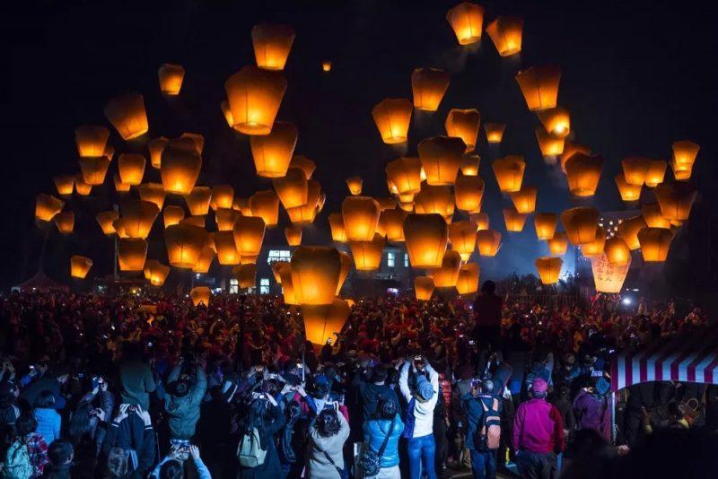 Sky-lanterns-in-Lantern-Festival
